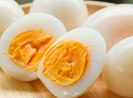 5 metodi per sgusciare (velocemente) un uovo sodo: scommettiamo che non li conoscete?